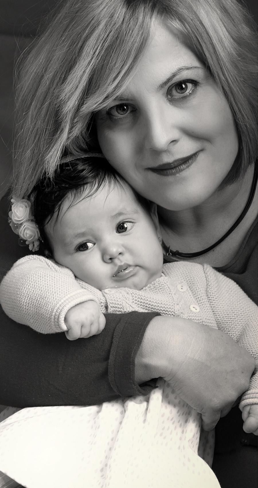 Ternura en brazos de mamá